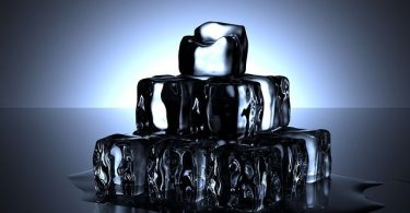 Kristallklare Eiswürfel für Gin Cockails