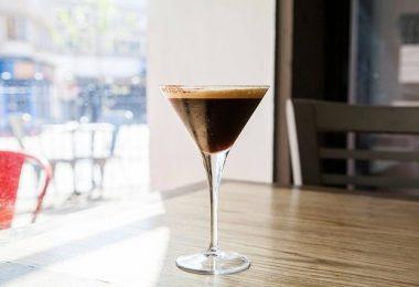 Gin Tonic Coffee im Martini Glas