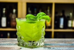 Basil Smash Cocktail mit Gin Sul