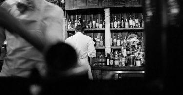 Bar mit der Gin Geschichte & Herkunft