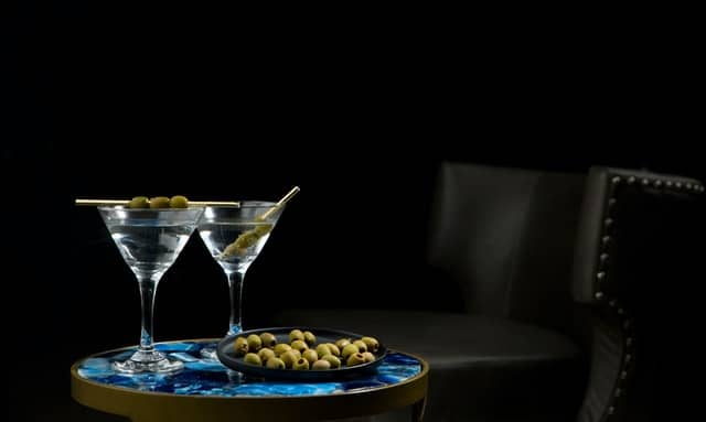 Martini Gin Cocktails mit Oliven