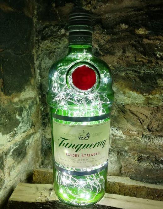 Verwendung von leeren Gin Flaschen als LED-Lampe