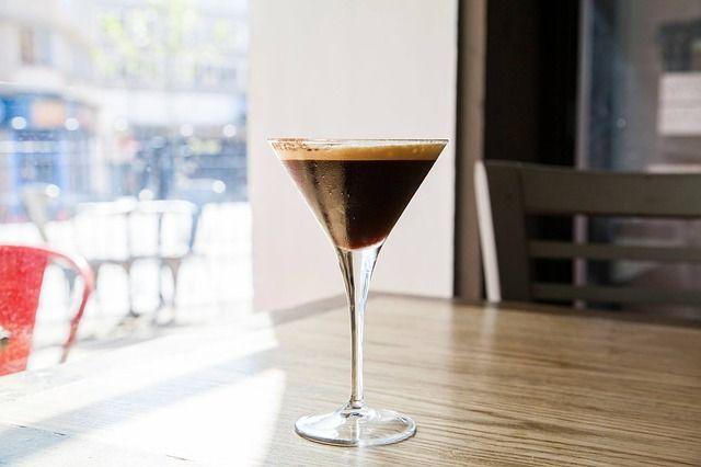 gin tonic coffee zubereitung rezept f r den espresso mit schuss. Black Bedroom Furniture Sets. Home Design Ideas