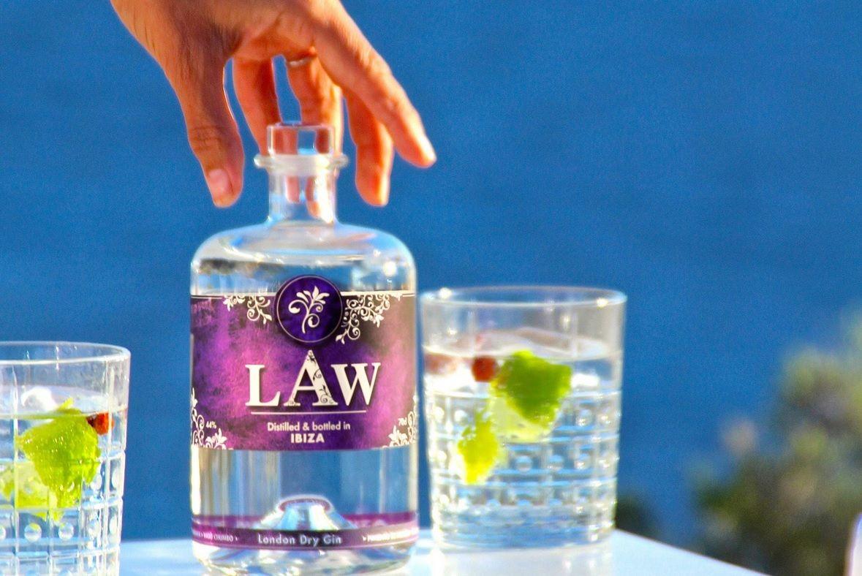 Flasche LAW Gin mit 2 Drinks