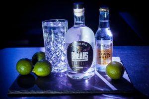 Breaks Gin mit Fever Tree Tonic und Limetten