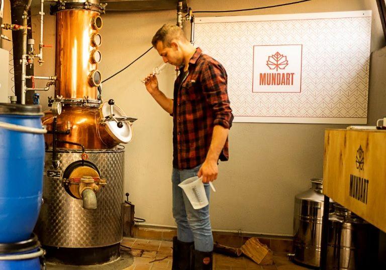 Fabian Vögtle in der Mundart Destillerie