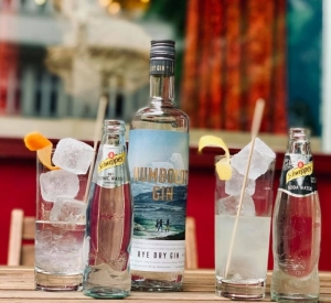 Humboldt Rye Dry Gin mit Schweppes Tonic Water