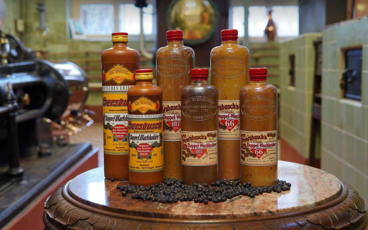Eversbuscher Doppelwachholder in Steinzeugflaschen im Test & Tasting