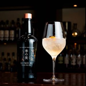 KINOBI Gin mit Cocktail