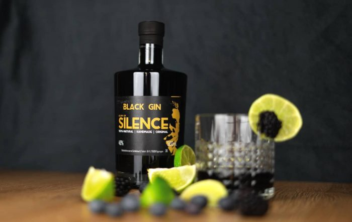 Glory of Silence Black Gin mit Cocktail