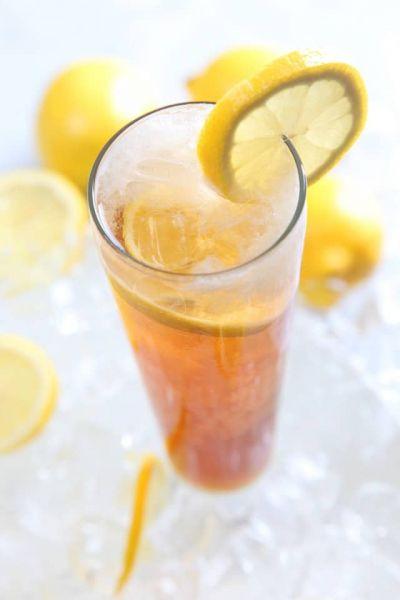 Gin Fizz Cocktail mit Burgen Sloe Gin